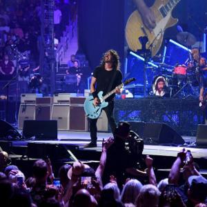 """Así suena Dee Gees, el """"álter ego"""" de Foo Fighters"""