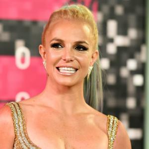 Britney Spears se libera y posa topless